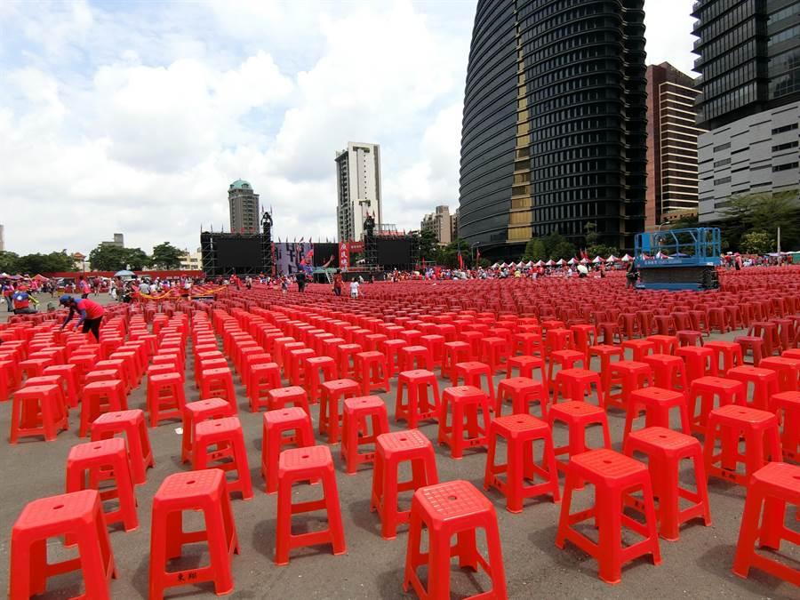 「榮耀新中華、歡樂向前行」台中場22日下午登場,上午會場已經擠滿韓粉。(盧金足攝)