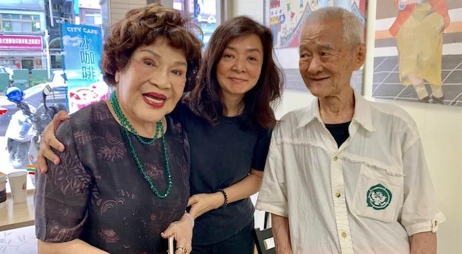 周遊(左起)熱心助人,昨幫陳玉蓮找到失聯幾10年的表叔張銘科。周遊提供