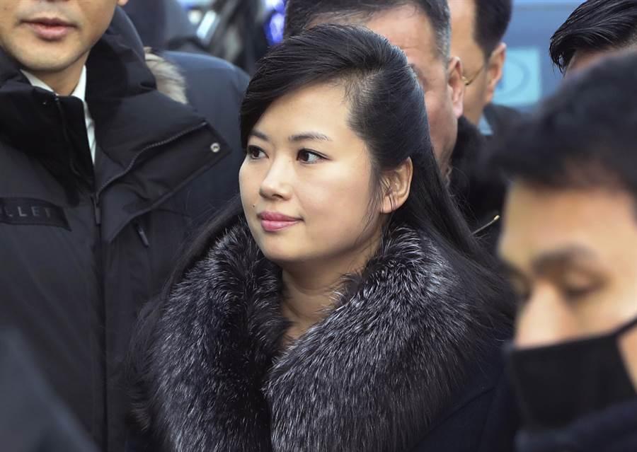 中國大陸國家主席習近平訪北韓的接待行程中,,未由金與正接待,反而由金正恩的舊愛、歌星玄松月代替她。(美聯社)