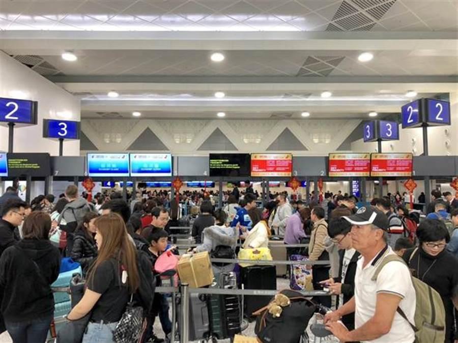 蕭博仁不滿長榮罷工後,一堆旅客出不去、回不來,卻要旅遊業善後,揚言到靜坐現場抗議罷工空服員 (圖/本報資料照、何書青攝)