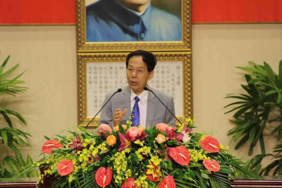 高師大校友總會長林進榮總裁以成功創業經驗期勉畢業生。(高師大提供)