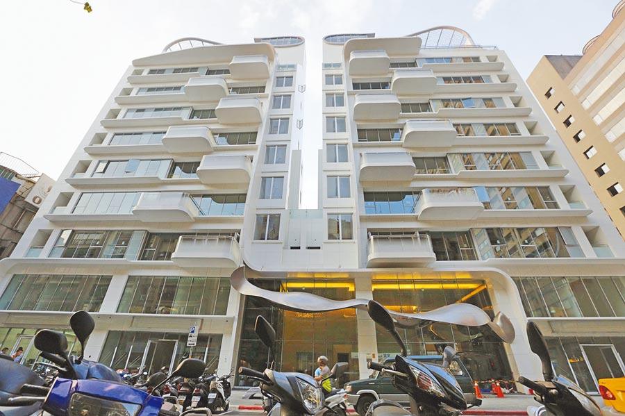 北市出現逾億豪宅遭法拍,「台灣之光」服裝設計師吳季剛2010年、首度跨界設計的大安區豪宅「縱橫天廈」,近日出在法拍屋市場。(本報資料照片)