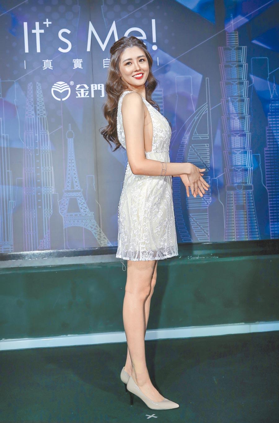 賴琳恩昨穿亮片連身洋裝出席時尚酒吧開幕活動,凹凸有致的身材性感耀眼。(盧禕祺攝)