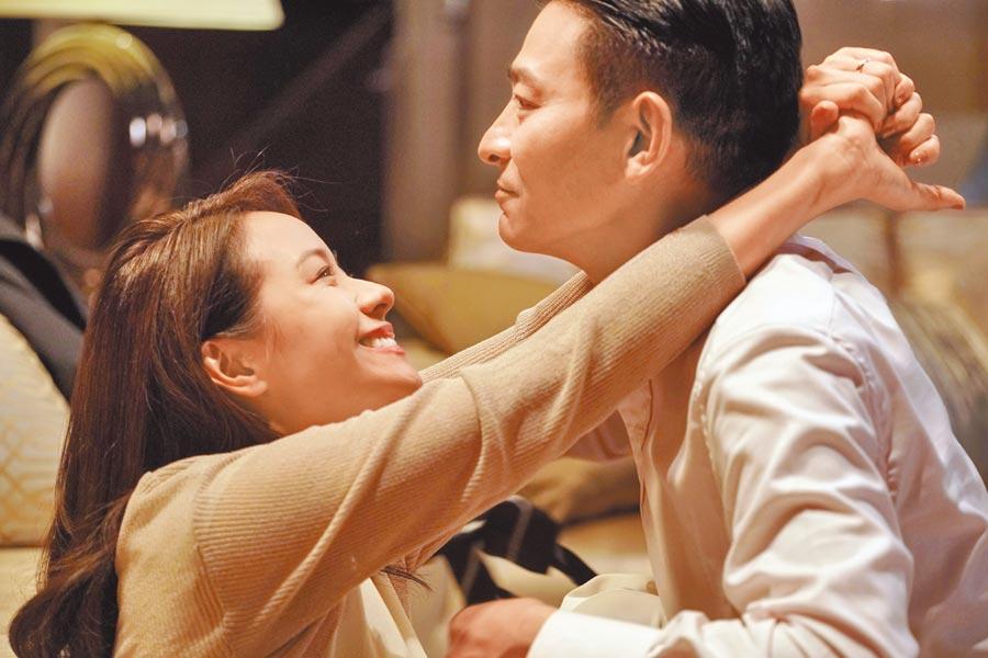 林嘉欣(左)與劉德華在片中有親密互動戲。