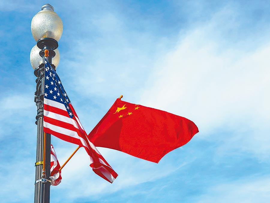 美國首都華盛頓憲法大道旁插上中美兩國國旗。(新華社資料照片)