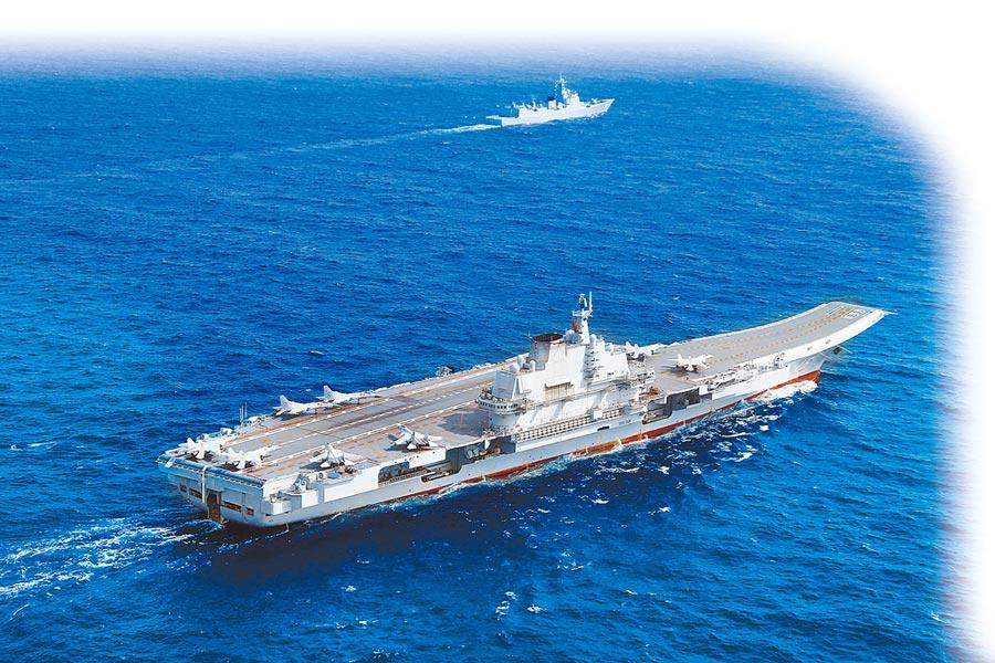 大陸航母遼寧號今天上午進入台灣海峽,預計一路往北返回母港。(中新社資料照片)