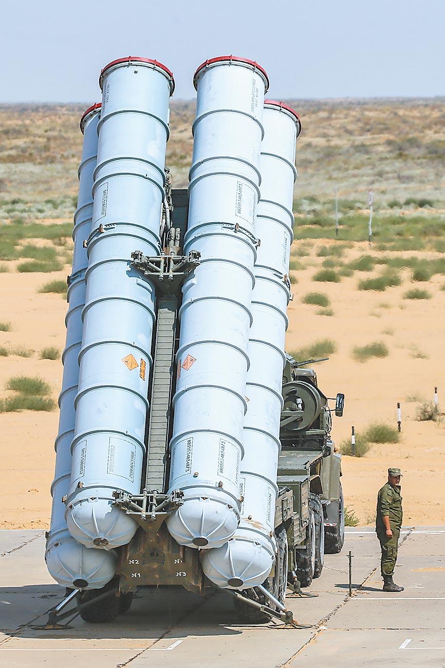 俄製S-300防空飛彈系統,進行發射。(CFP)