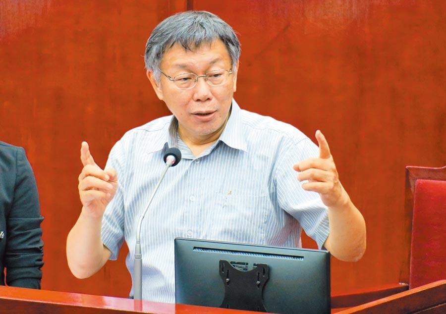 雙城論壇敲定在7月15日前,圖為台北市長柯文哲11日在市議會答詢時回答雙城論壇相關問題。(本報系記者姚志平攝)