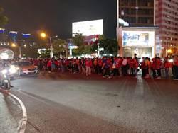 打破走路工謠言 韓粉秀散場台中等公車人龍