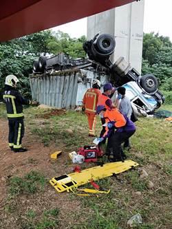 奇蹟!聯結車衝出國1護欄摔落6公尺 司機僅輕傷