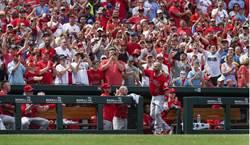 MLB》棒球的浪漫!4萬雀迷為普砲喝采