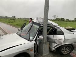 轎車自撞 乘客受困1小時獲救