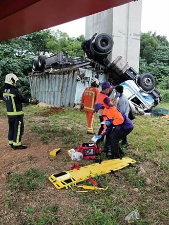 衝出國1護欄摔6公尺 司機僅輕傷
