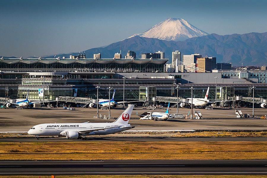 冬天天氣好時,在東京羽田機場的第一航廈內就能看得到富士山。(達志影像/shutterstock提供)