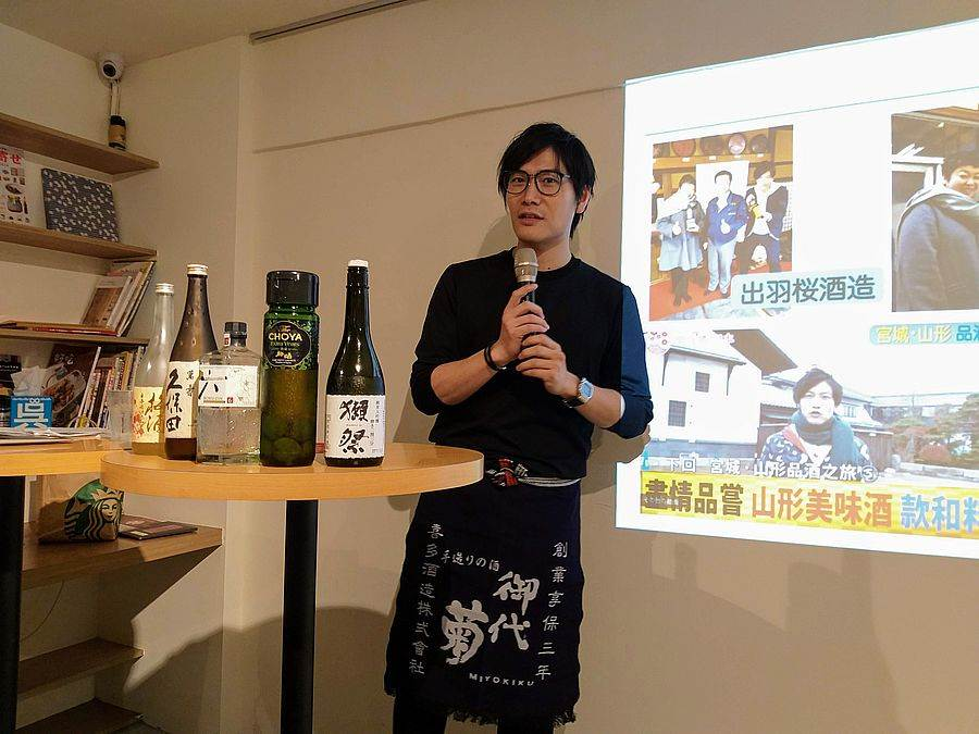 「樂吃購!日本」社長吉田皓一也分享他的羽田機場經驗談並與粉絲品酒。★中時電子報關心您:喝酒不開車,飲酒過量,有礙健康!