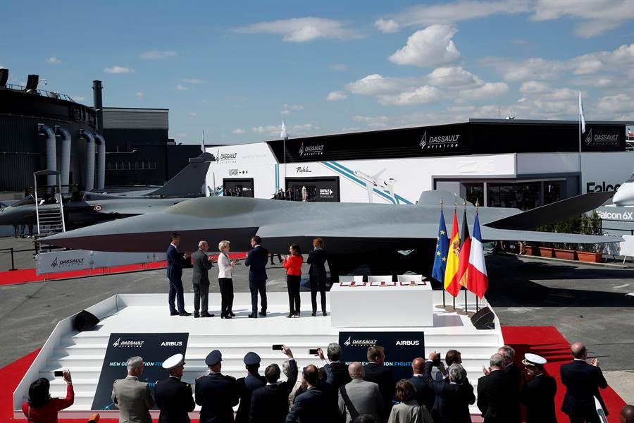 法德與西班牙聯手研製的第6代戰機原型17日在巴黎航展風光亮相。(路透)