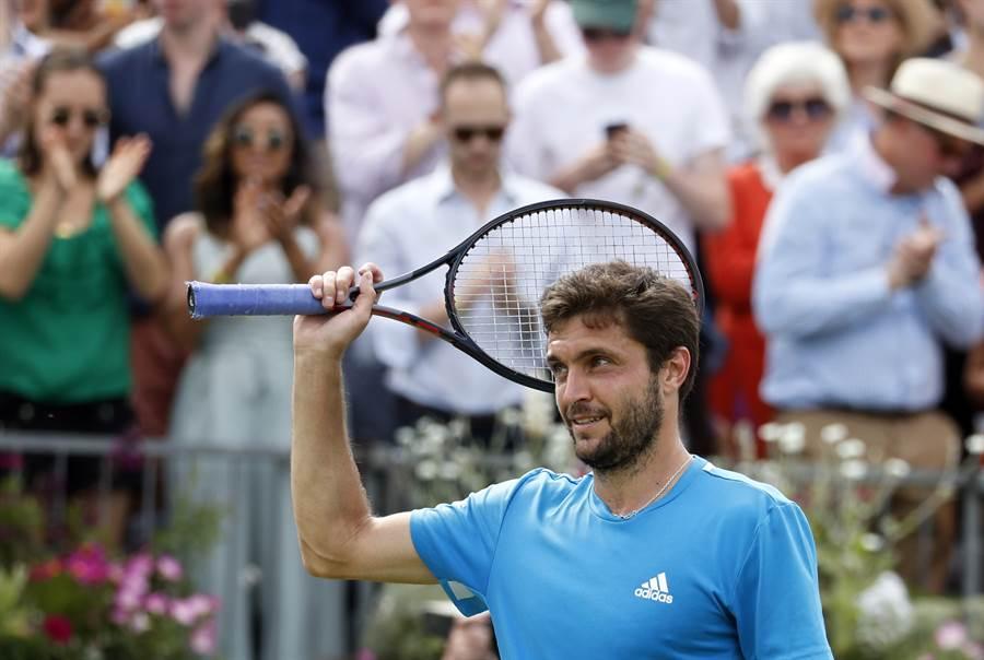 法國網球選手西蒙要爭取生涯第一座英國女王草地賽男單冠軍。(美聯社)