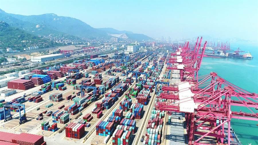 學者蔡翼表示,雖然美國貿易戰很強勢,但中國大陸有時間優勢,布局長期的經濟戰略,比如連雲港到鹿特丹的歐亞路橋。(圖/新華網)