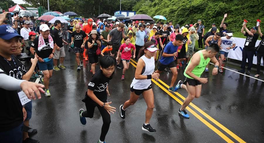 中華奧會在國際奧林匹克日舉辦路跑活動,讓民眾一面運動奔跑、一面慶祝這個對奧運人來說一年一度的盛大日子。(中華奧會提供)