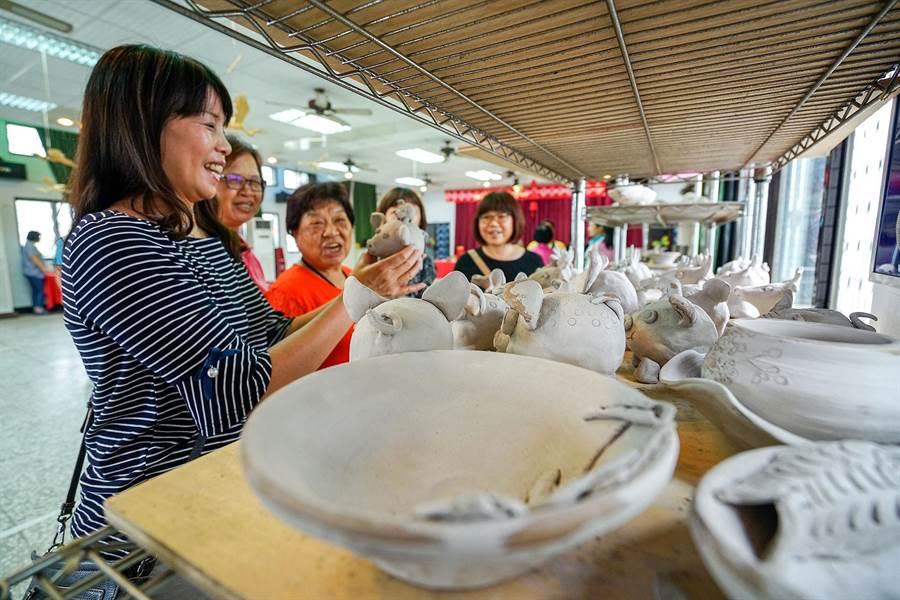 礁溪鄉吳沙社區的燒陶電窯今天啟用,社區盼能讓陶藝發展再進化,並結合吳沙故居讓遊客體驗兼具歷史與藝術的輕旅行。(李忠一攝)