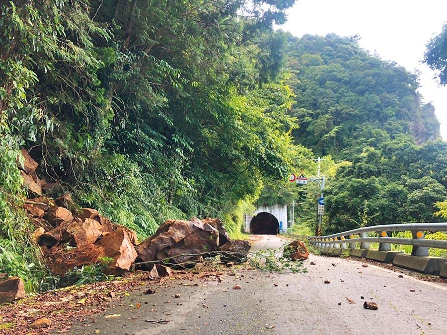 台20線南橫公路梅山口往上至天池路段仍常落石,預計年底修復。(陳祐誠攝)