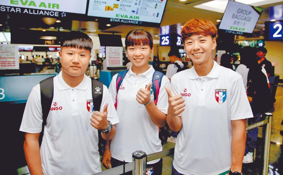 中華女足赴日移訓,門將蔡明容(右起)、廖玟淇、陳巧倫都是一時之選。(李弘斌攝)