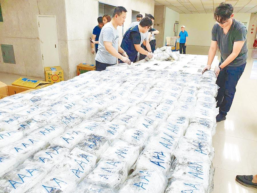 刑事局掃蕩毒品走私,日前逮捕跨國毒品走私集團主嫌,查出該集團自越南進口茶葉中夾藏400公斤安非他命,顯示跨國毒品犯罪問題嚴重。(林郁平攝)