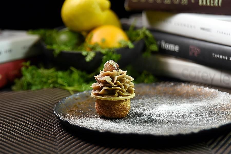 〈蒙布朗咻咻〉是蒙布朗蛋糕和泡芙的複合式甜點,形色味皆很迷人。(圖/姚舜)