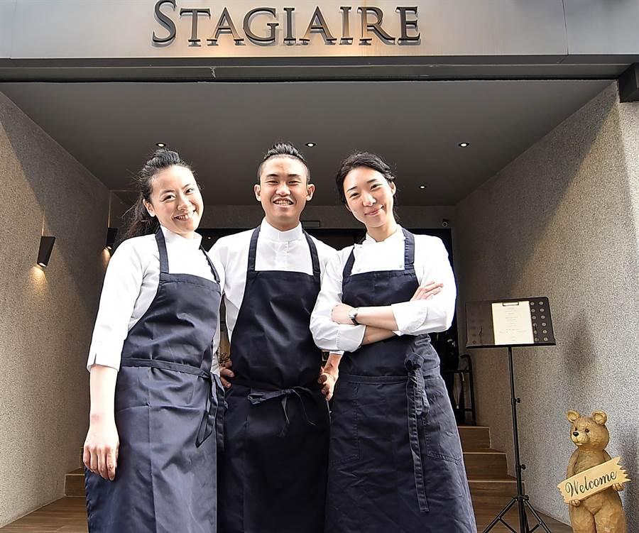 韓裔甜點主廚 YEON MI LEE(右)助拳,〈STAGIAIRE實習生〉的雙主廚傅昭蓉(左)和Owen魏宏丞如虎添翼。(圖/姚舜)