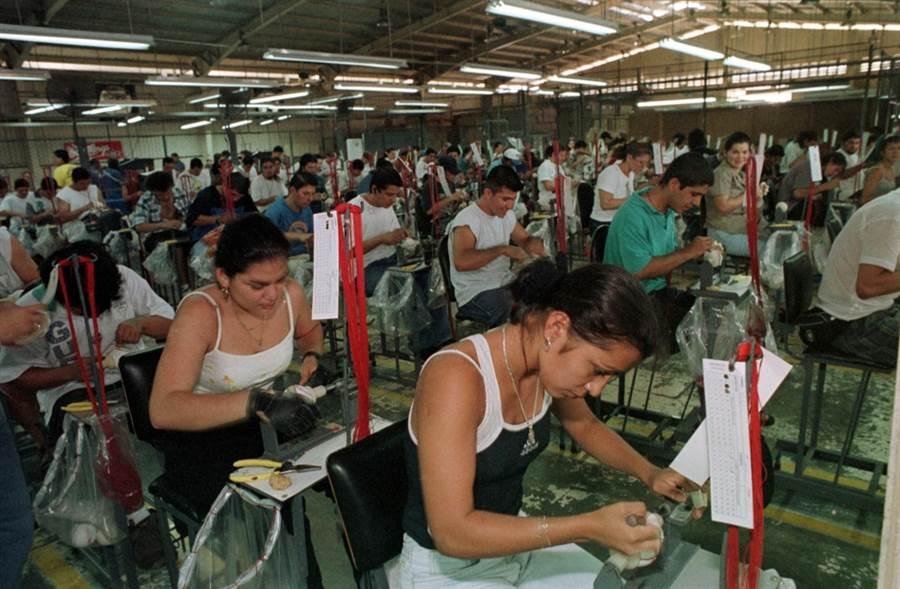 哥斯大黎加的棒球製造工廠。(美聯社資料照)