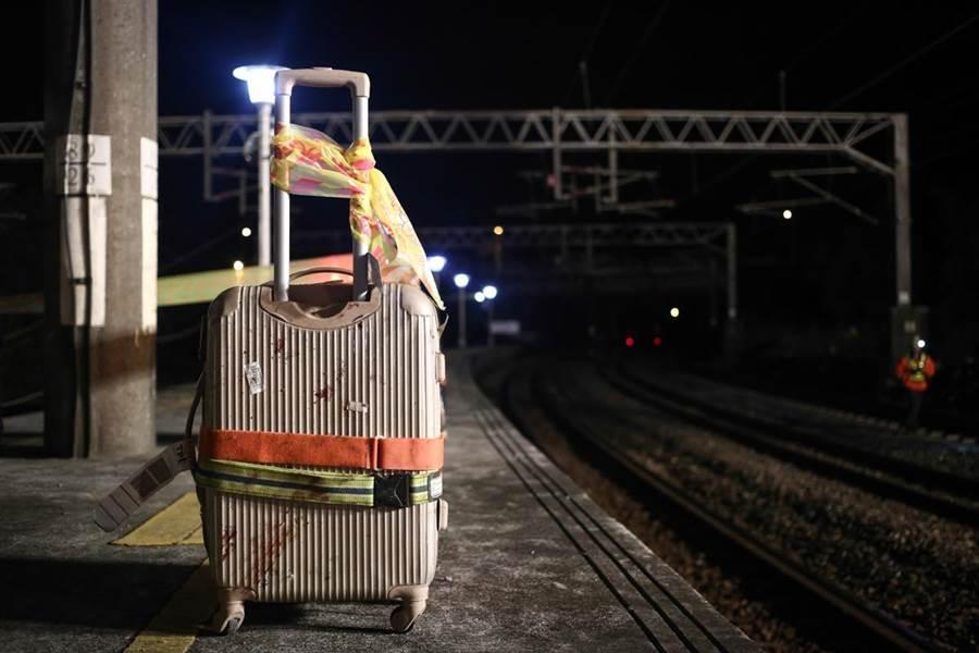 台灣新聞攝影大賽作品,首度移師花蓮展出,普悠瑪列車翻覆事故獲獎照片也在參展中。(台灣新聞攝影協會提供)
