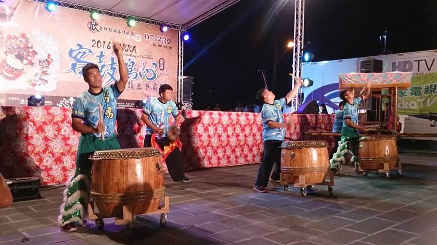 洪武雷鳴醒獅戰鼓團在「客鼓鳴心」活動中精彩演出。(劉炤輝提供)