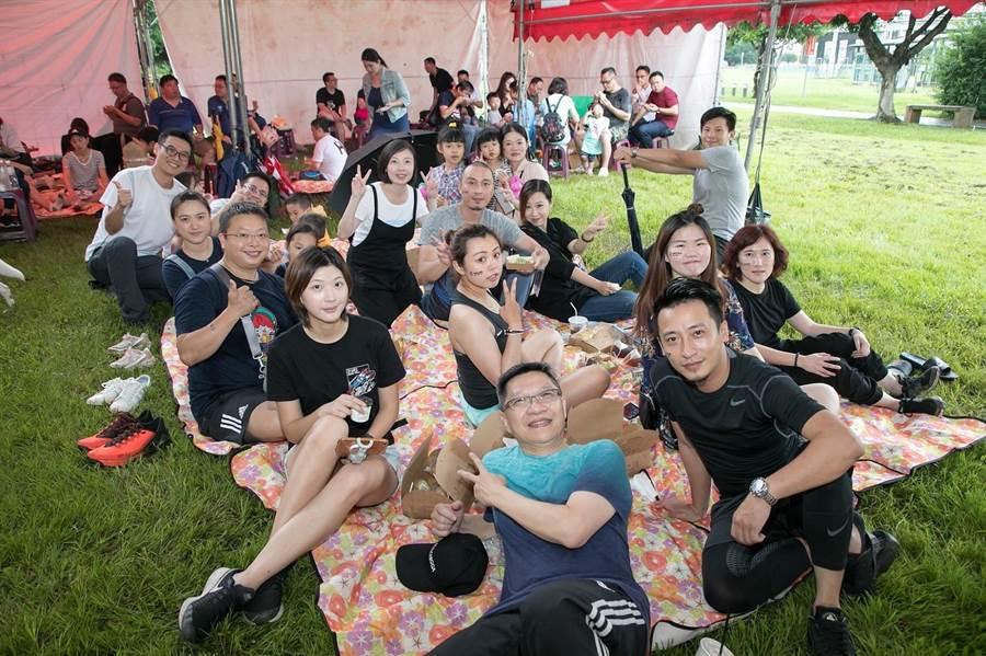 台灣大車隊為員工創造歡樂親子時光,現場大小朋友溫馨體驗野餐樂趣。圖:業者提供