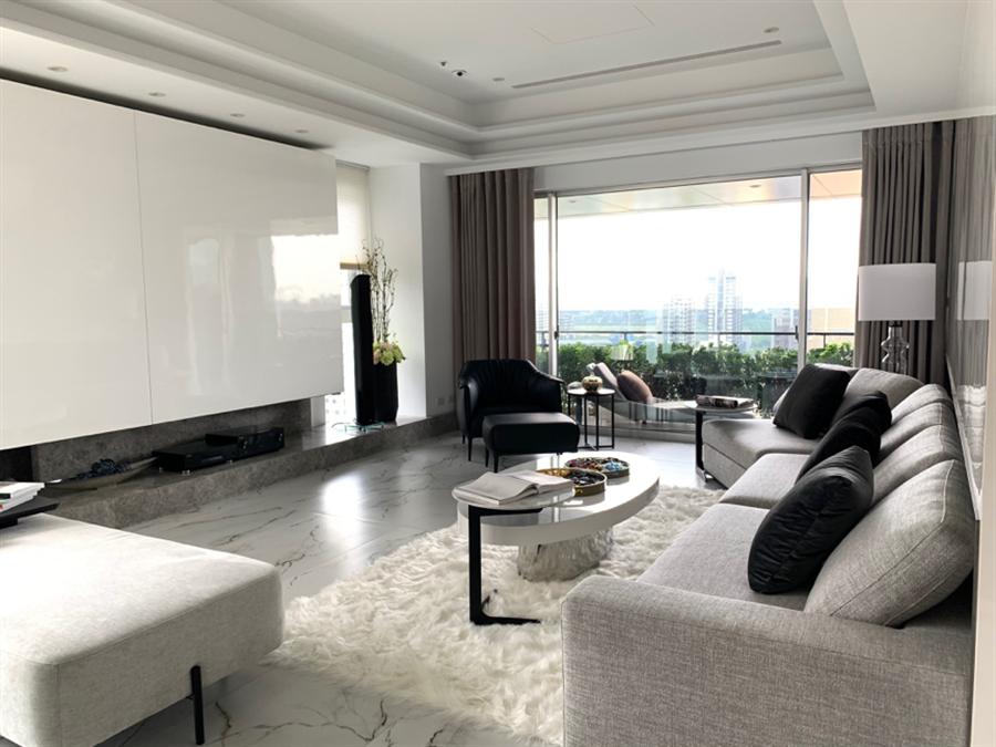 室內採開放式格局設計,將多數空間留給公領域。