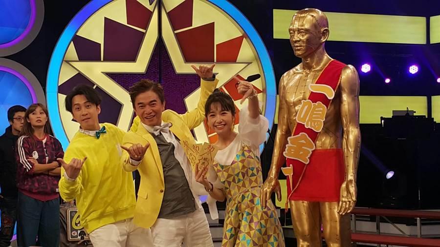 陳漢典(左起)、吳宗憲、Lulu歡度節目六周年。(吳維書攝)