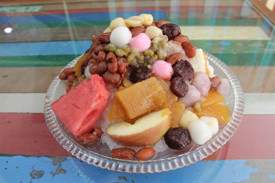 老字號「幸發亭」蜜豆冰,以滿滿配料、特殊「香蕉油」香味打下盛名,歷經80年不墬。(陳淑芬攝)