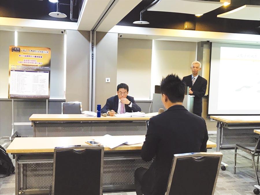 台灣舞弊防治與鑑識協會理事長許順雄模擬擔任專家證人,法官正傳喚專家證人進行詰問。圖/蔡淑芬