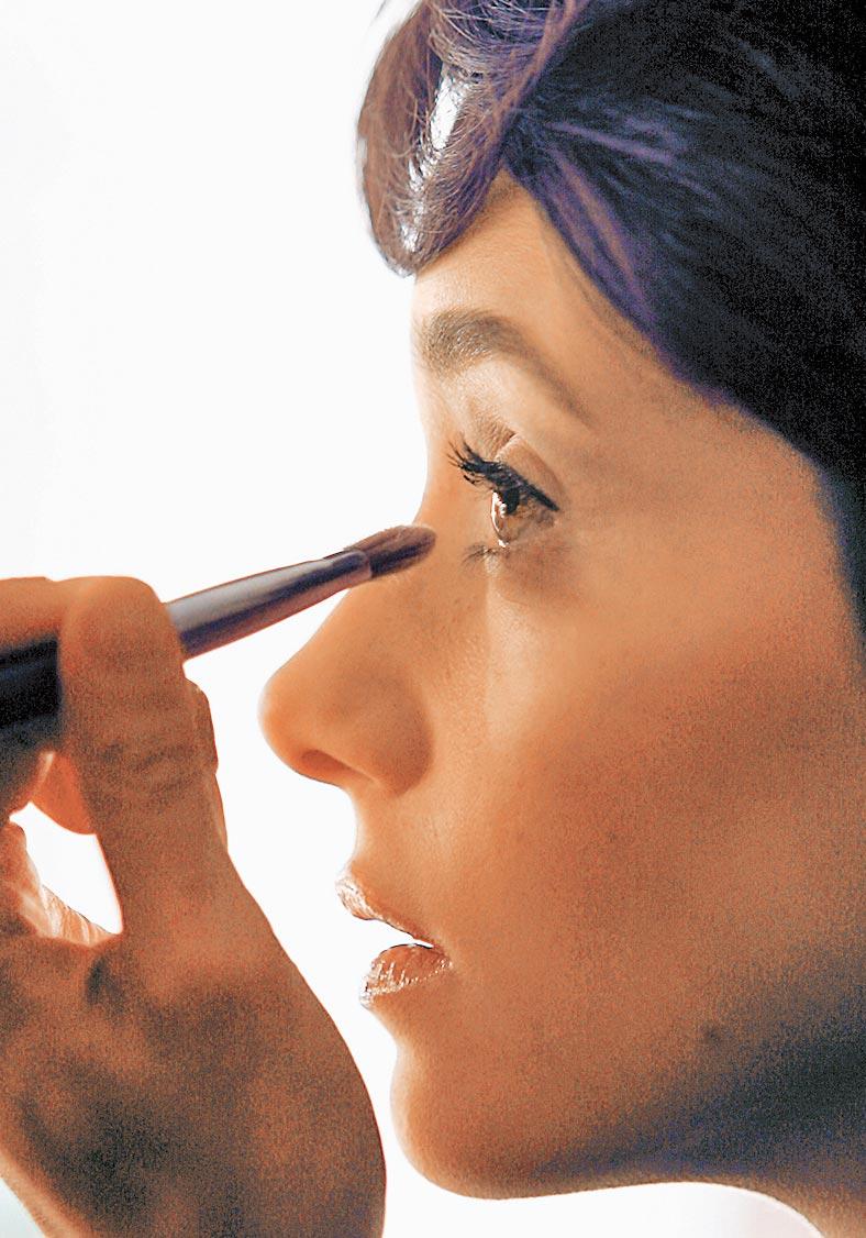 大陸美妝業者藉由跨境電商模式,實現出海吸金潮。