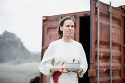 希拉蕊史旺自招不愛科幻片 首作搭檔蘿絲拜恩