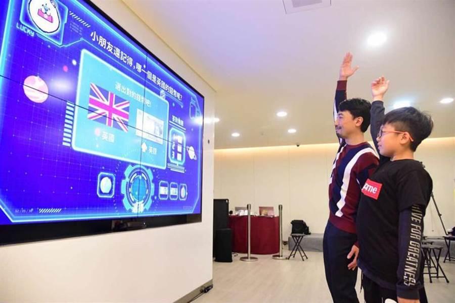 圖說:亞太電信運用AI與人臉辨識,打造智慧銀行。/亞太電提供