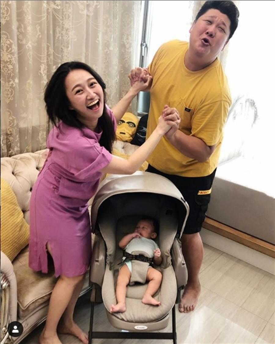 哈孝遠去年和小8歲的空姐女友瑄瑄(Stacy)登記結婚,今年3月生下一子。(翻攝自哈孝遠IG)