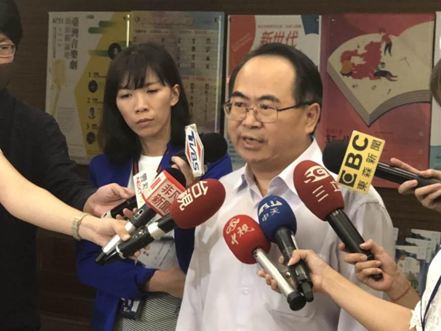 新北市社會局副局長林昭文今天上午舉行記者會對外說明案件處置情形。(譚宇哲攝)