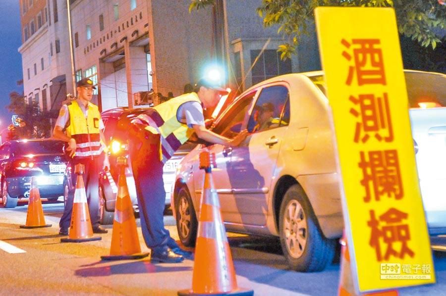 7月1日起酒駕修法生效,包括提高罰鍰、新增連坐,拒絕酒測也會受罰。(本報資料照)