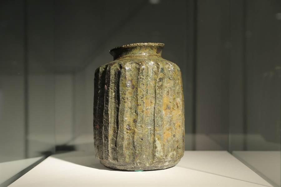 美國陶藝家夏沂汾《溝紋器形》。(陶博館提供)