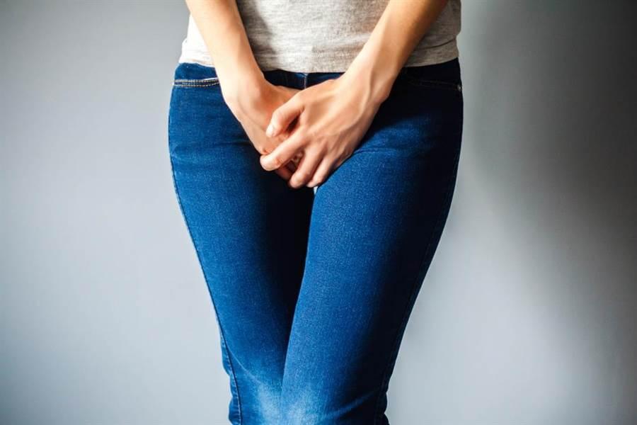 女星切汗腺後,下體竟分泌物增加且散發惡臭。(圖/達志影像)