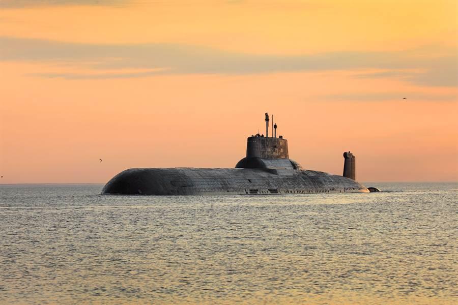 俄國颱風級潛艦可能經過改裝後回歸現役,改攜帶200枚巡弋飛彈。(圖/shutterstock)