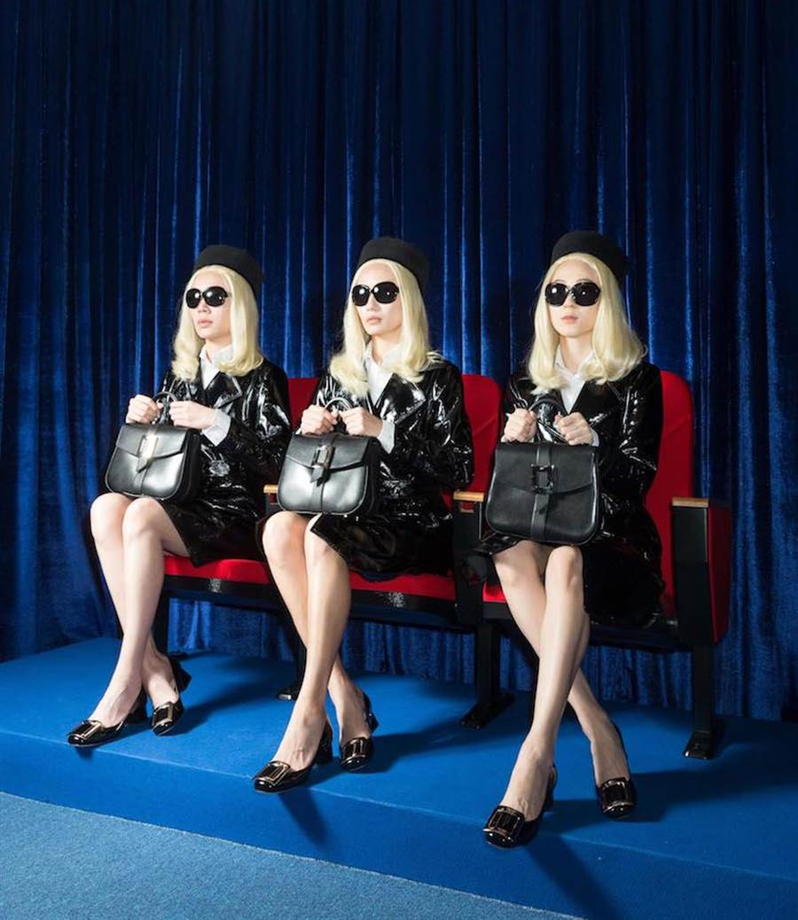 模特兒打扮成凱瑟琳德納芙在《青樓怨婦》中的迷人造型。Roger Vivier Beau Vivier牛皮手提包11萬元,Tres Vivier漆亮皮淡金釦高跟鞋2萬9600元。(Roger Vivier 提供)