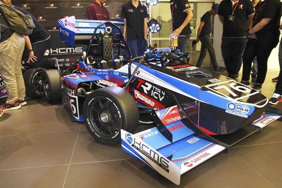 「臺北科大學生方程式賽車隊-Taipei Tech Racing」將於8月27日將赴日參加國際學生方程式賽車大賽(FSAE),今日發表參賽新車。(北科大提供)