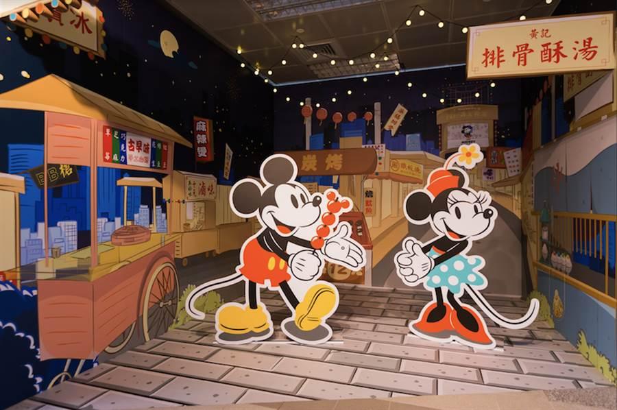 高雄捷運R11高雄車站設有米奇主題展區及一系列主題商品販售區。(台灣華特迪士尼提供)