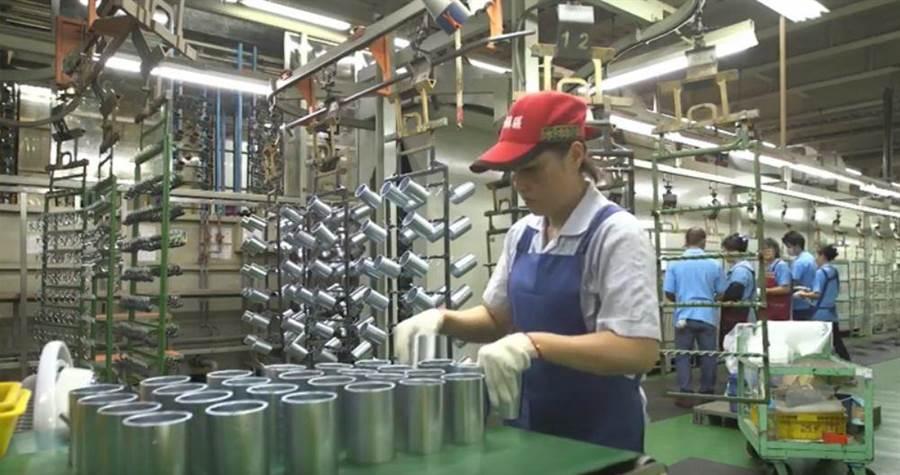 表面處理業工作環境改善,促進穩定就業。(圖/台中市府提供:職安署影片)